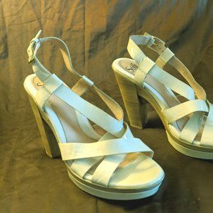 SOFFT White High Heel Open Toe Size 11M